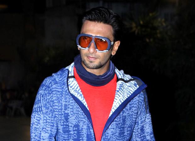 रणवीर सिंह आपके साथ सिर्फ़ इसी शर्त पर सेल्फ़ी क्लिक करवाएंगे (वीडियो में देखें)