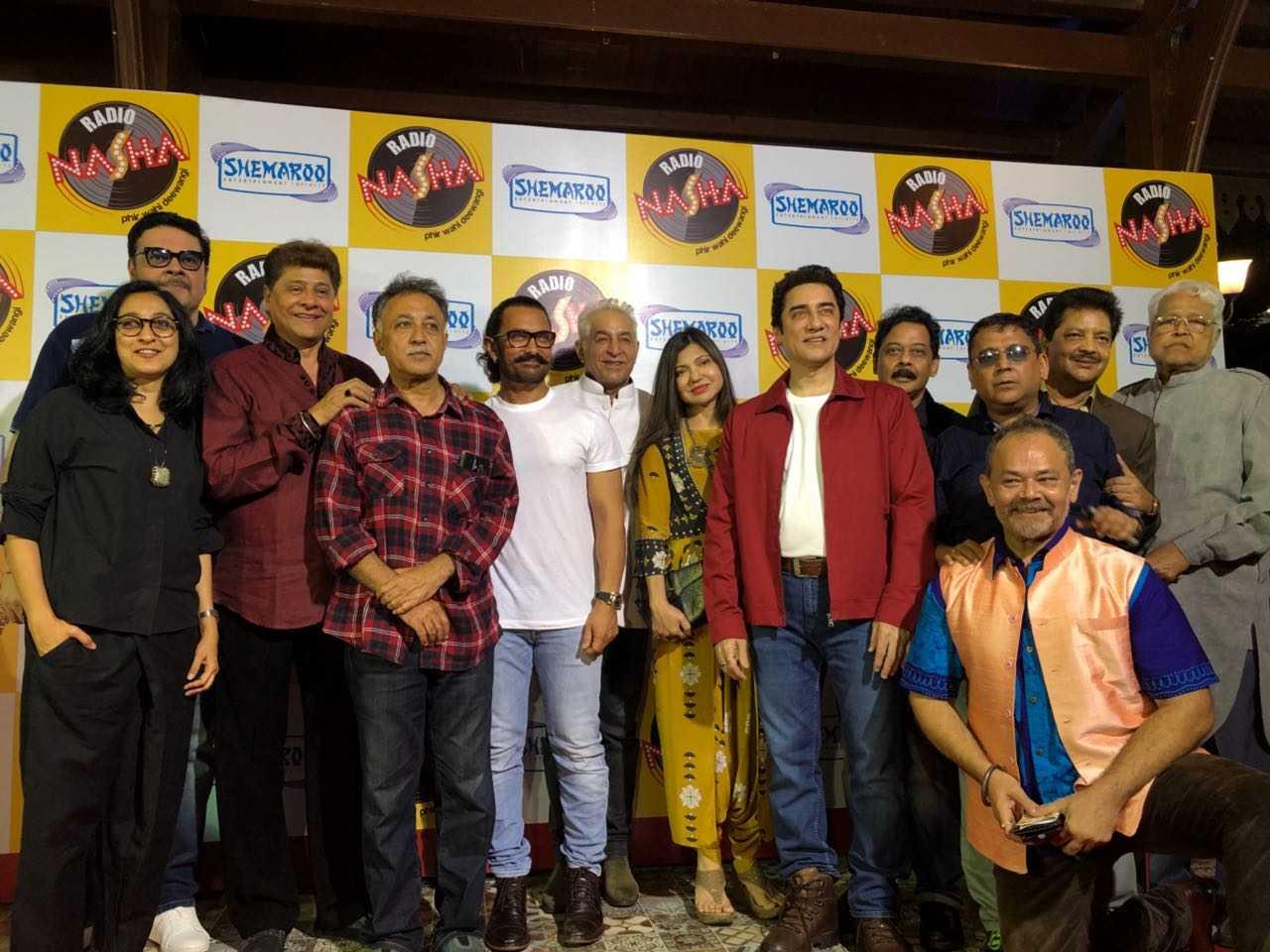 पूरे परिवार के साथ अपनी पहली फ़िल्म की स्क्रीनिंग में पहुंचे आमिर खान !