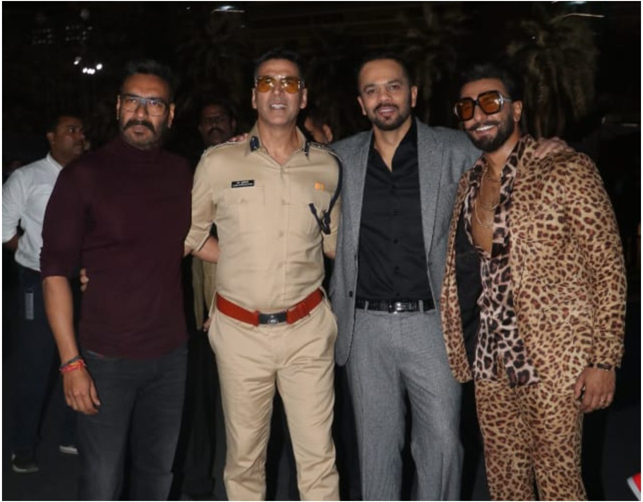 UMANG 2019:  मुंबई पुलिस के रंगारंग कार्यक्रम में रोहित शेट्टी की फ़िल्मी पुलिस ब्रिगेड  ने बांधा समा, सिम्बा के प्रोफ़िट से पुलिस वेलफ़ेयर फ़ंड में दिया 51 लाख रु का चेक