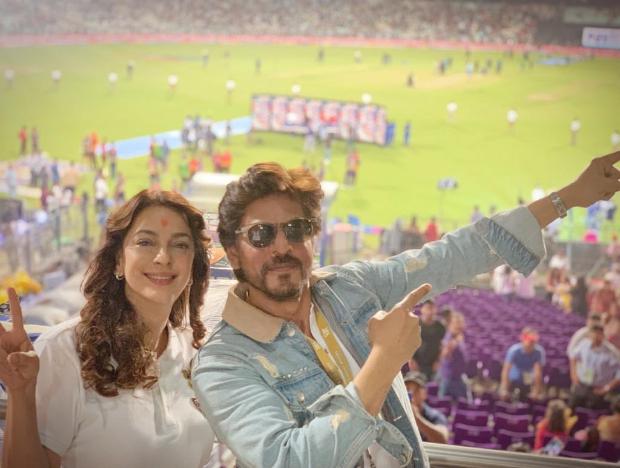 IPL 2019:  कोलकाता नाइट राईडर्स का हौंसला बढ़ाने के लिए एक साथ आए शाहरुख खान-जुही चावला