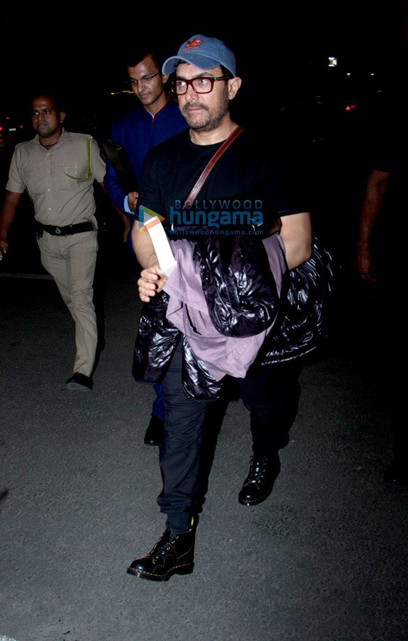आमिर खान, कीर्ति सैनॉन, काजोल और अजय देवगन एयरपोर्ट पर नजर आए