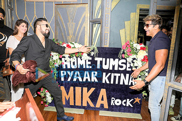 Photos:  Sin City में आयोजित मीका सिंह की बर्थडे पार्टी में शामिल हुए गोविंदा, गुलशन ग्रोवर और अन्य