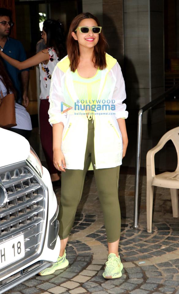 Photos: परिणीति चोपड़ा अपनी आगामी फ़िल्म साइना नेहवाल बायोपिक के लिए बैडमिंटन प्रैक्टिस के लिए खार जिमखाना में नजर आईं