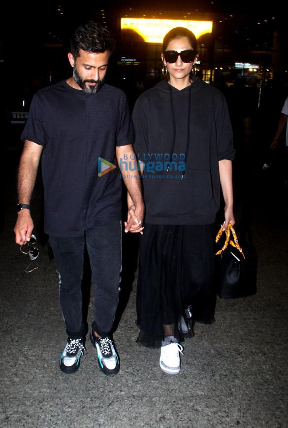 Photos: शाहरुख खान, करीना कपूर खान और अन्य एयरपोर्ट पर नजर आए