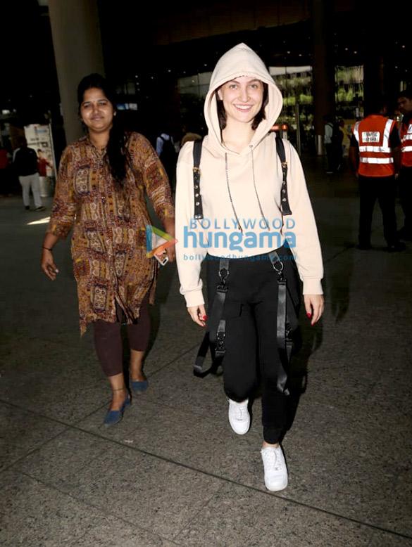 Photos: दिशा पाटनी और एली अवराम एयरपोर्ट पर नजर आईं