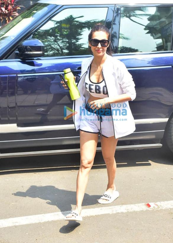 Photos: मलाइका अरोड़ा Diva Yoga में नजर आईं