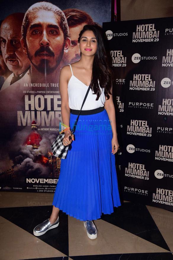 Photos: सितारों ने होटल मुंबई की स्पेशल स्क्रीनिंग की शोभा बढ़ाई