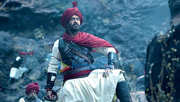 Tanhaji - The Unsung Warrior: अजय देवगन ने फ़िल्म को विवाद से बचाने के लिए मराठा झंडे से हटाया 'ओम' शब्द