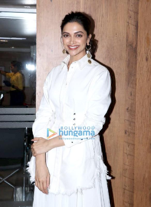 Photos: दीपिका पादुकोण मुंबई में नजर आईं