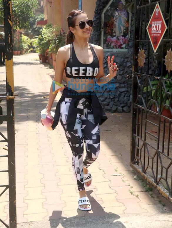 Photos: मलाइका अरोड़ा Diva Yoga Studio में नजर आईं