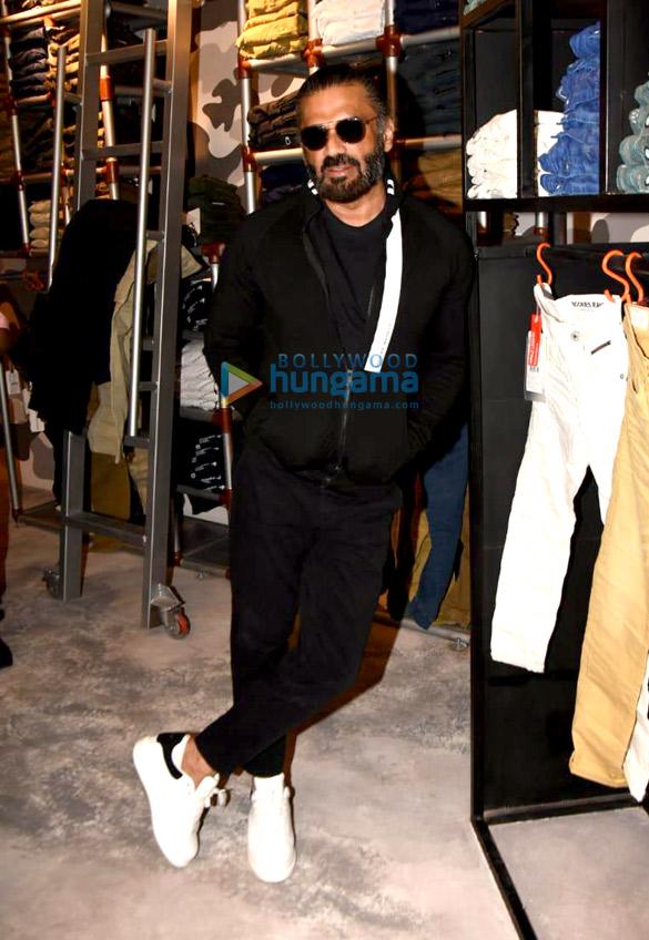 Photos: सुनील शेट्टी Rookies Jeans के लॉंच में नजर आए