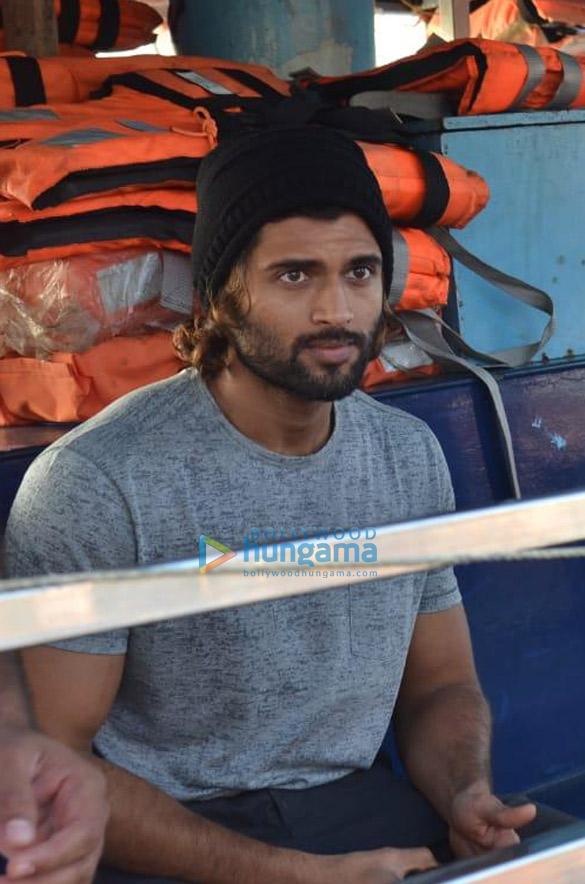 Photos: अनन्या पांडे और विजय देवरकोंडा वर्सोवा जेट्टी में नजर आए