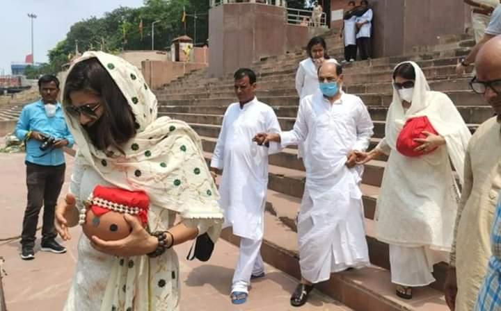 सुशांत सिंह राजपूत की अस्थियां गंगा में विसर्जित, परिवार ने नम आंखों से दी अंतिम विदाई