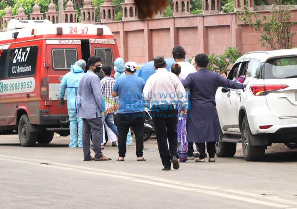 Photos: वाजिद खान के अंतिम संस्कार में शामिल हुए सितारें