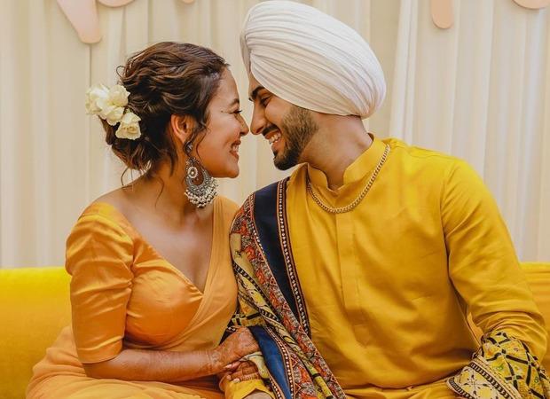 INSIDE PICTURES: रोहनप्रीत संग शादी के बंधन में बंधी नेहा कक्कड़, देखें- मेहंदी-हल्दी-संगीत और शादी की अनदेखी तस्वीरें और वीडियोज