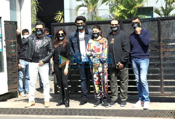Photos: सैफ अली खान, अर्जुन कपूर, जैकलीन फर्नांडीज और यामी गौतम, भूत पुलिस की शूटिंग के लिए रवाना हुए