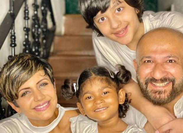 मंदिरा बेदी दूसरी बार मां बनी, 4 साल की बेटी गोद लेकर अपनी फ़ैमिली को किया कंप्लीट