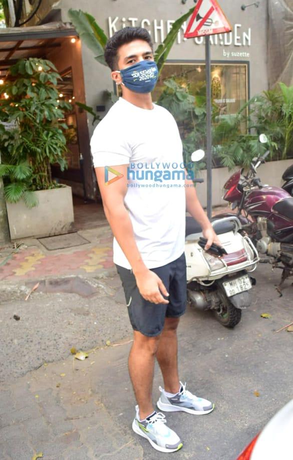 Photos: साकिब सलीम जुहू में द किचन गार्डन में नजर आईं