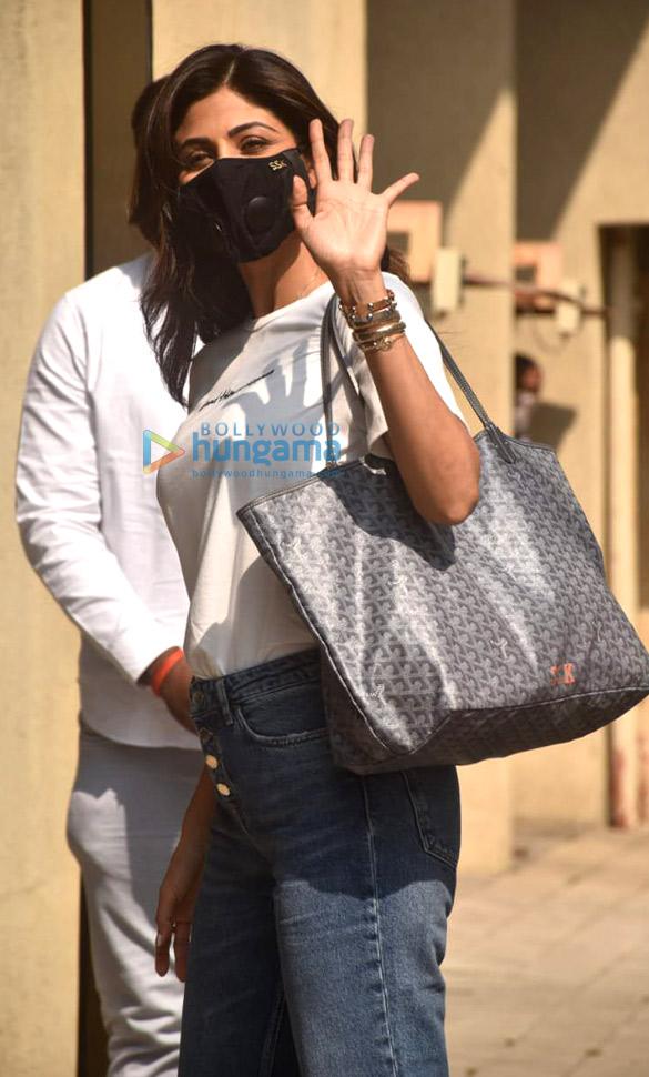 Photos: शिल्पा शेट्टी अंधेरी में सब्बीर खान के ऑफ़िस में नजर आईं