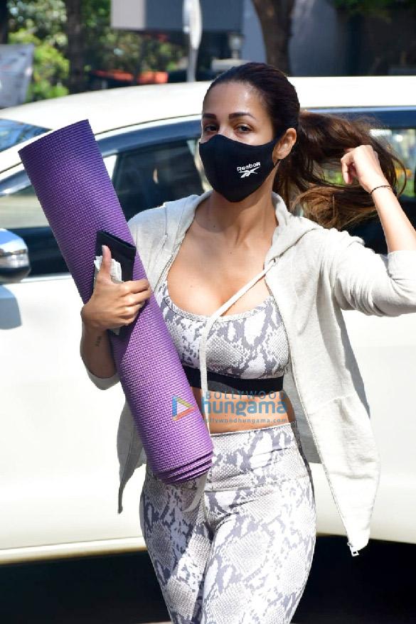 Photos: मलाइका अरोड़ा  Diva Yoga स्टूडियो में नजर आईं