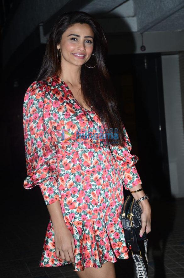 Photos: करिश्मा तन्ना की बर्थडे पार्टी में शामिल हुए सितारें