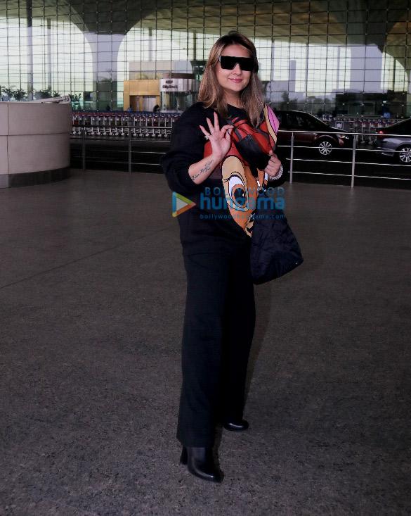 Photos: आयुष्मान खुराना, उर्वशी ढोलकिया, गौहर खान और अन्य एयरपोर्ट पर नजर आईं