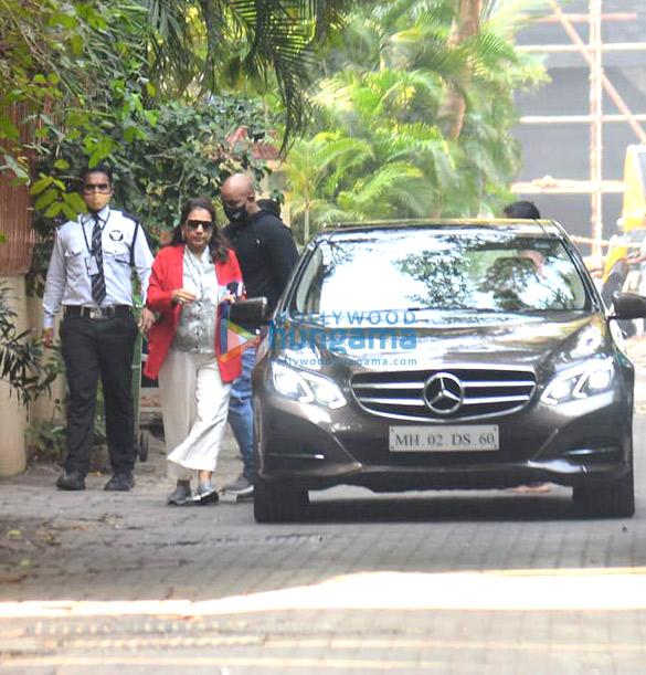 Photos: डेविड धवन और उनका परिवार वरुण धवन की शादी के लिए अलीबाग के लिए रवाना हुए