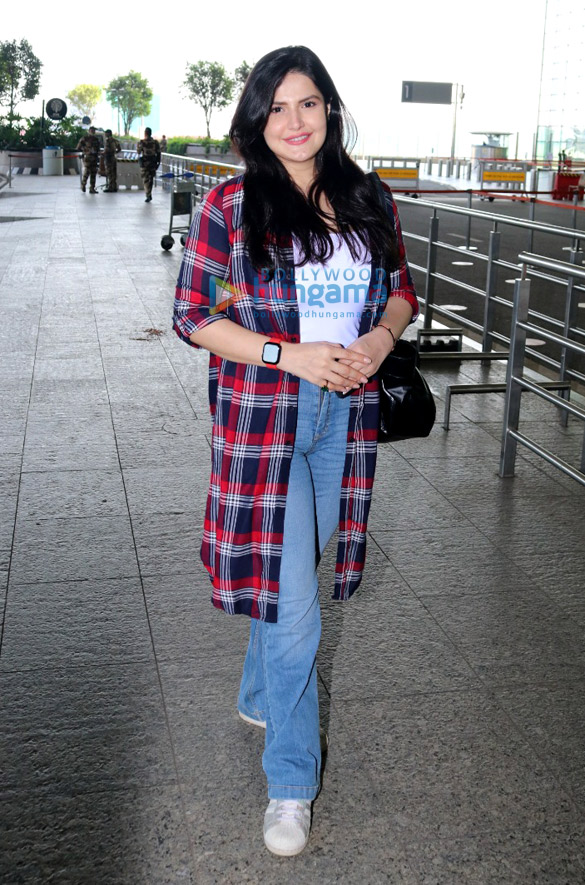 Photos: प्राची देसाई, ज़रीन खान, गौहर खान और अन्य एयरपोर्ट पर नजर आए