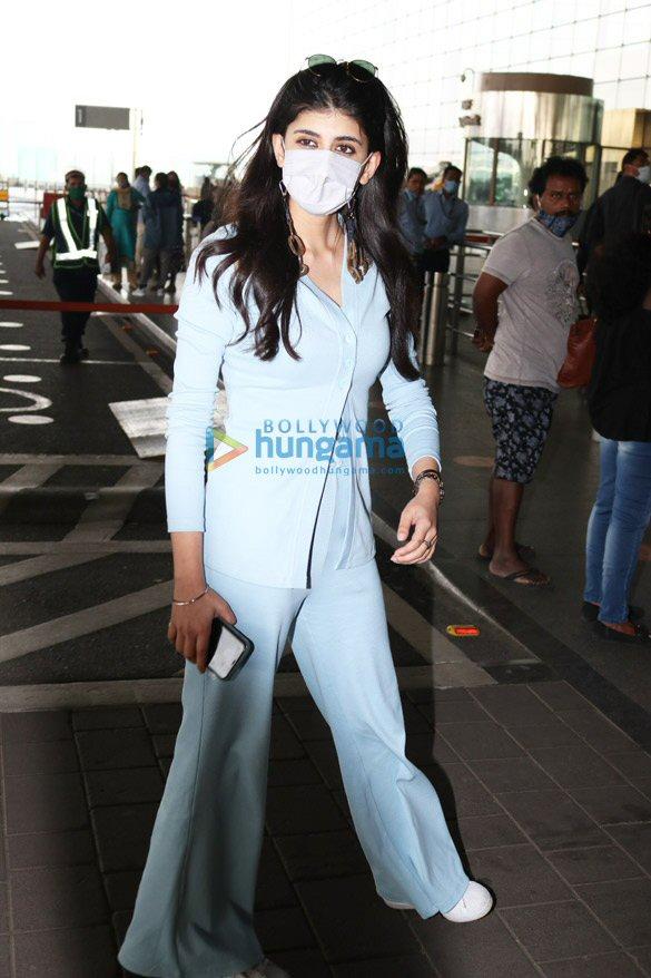 Photos: राशि खन्ना, पुलकित सम्राट, संजना सांघी और अन्य एयरपोर्ट पर नजर आए