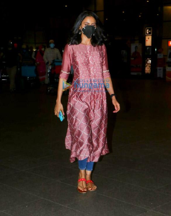 Photos: रकुल प्रीत सिंह और प्रणिता सुभाष एयरपोर्ट पर नजर आईं