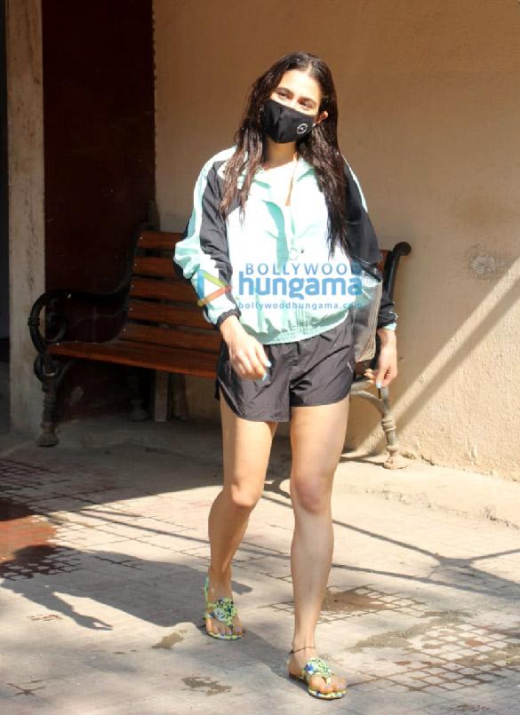 Photos: सारा अली खान Pilates में नजर आईं