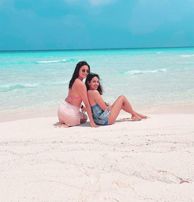 Alia-Bhatt-is-a-beach-babe-in-neon-pink-bikini-in-Maldives-with-her-BFFs-4