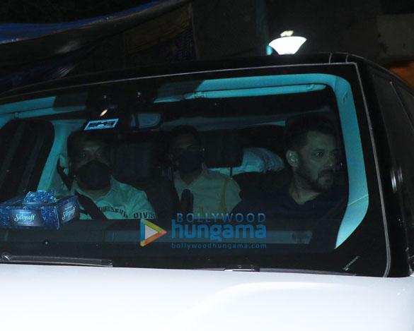 Photos: सलमान खान अंधेरी में यशराज स्टूडियो में शूटिंग के बाद नजर आए