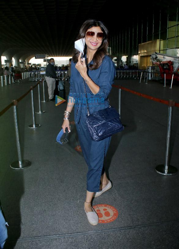 Photos: शिल्पा शेट्टी, राज कुंद्रा, मौनी रॉय और अन्य एयरपोर्ट पर नजर आए