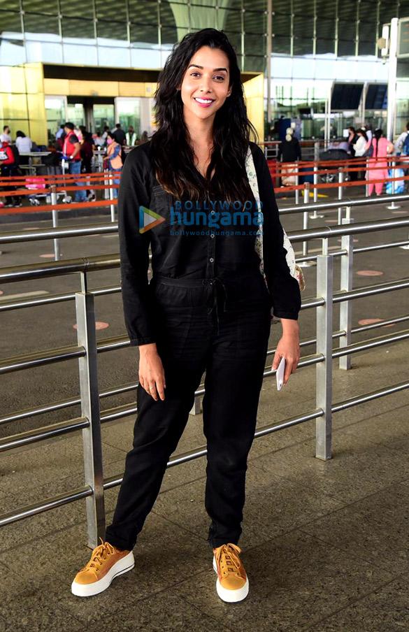 Photos: उर्वशी रौतेला, अदिति राव हैदरी, डायना पेंटी और अन्य एयरपोर्ट पर नजर आए