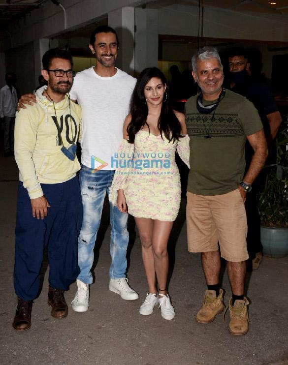 Photos: आमिर खान मुंबई में अमीन हाजी की फिल्म कोई जाने न की स्पेशल स्क्रीनिंग में पहुंचे