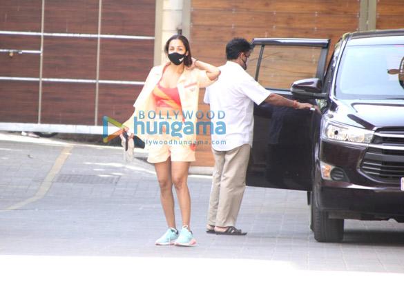 Photos: मलाइका अरोड़ा जिम के बाहर नजर आईं