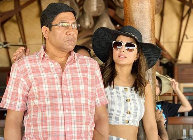 हिना खान के पिता का मुंबई में कार्डियक अरेस्ट की वजह से हुआ निधन