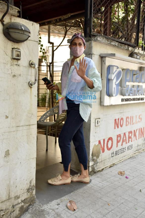 Photos: कुब्रा सैत जुहू क्लिनिक में नजर आईं