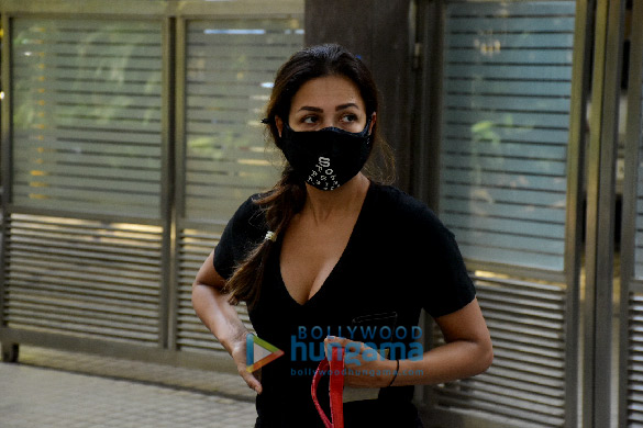 Photos: मलाइका अरोड़ा ने बांद्रा में नजर आईं