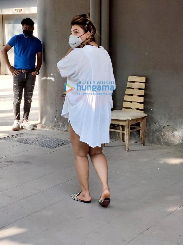 Photos: राखी सावंत मुंबई में नजर आईं