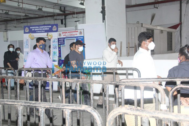 Salman-Khan-gets-second-dose-of-COVID-19-vaccine-on-Eid-.