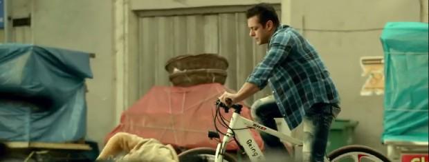 राधे: योर मोस्ट वांटेड भाई के एक चेज सीक्वंस में सलमान खान ने बीइंग ह्यूमन की ई-साइकिल से किया गुंडों का पीछा, 53,999 रु है साइकिल की कीमत