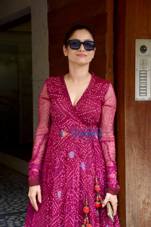 Photos: अंकिता लोखंडे जुहू में कमल जैन के ऑफिस में नजर आईं