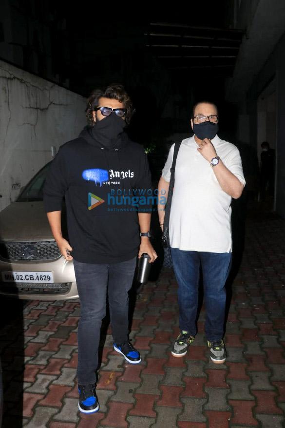 Photos: अर्जुन कपूर रमेश एस तौरानी के बांद्रा स्थित ऑफिस में नजर आए