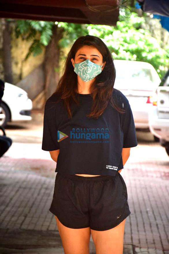 Photos: डेजी शाह pilates स्टूडियो में नजर आईं