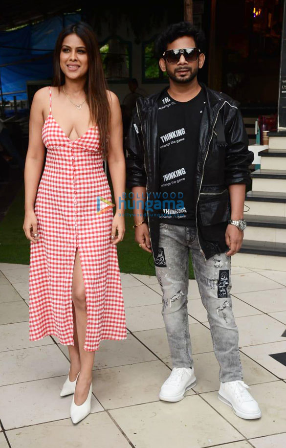 Photos: निया शर्मा और कमल कुमार अपने गाने 'आंखियां दा घर' का प्रमोशन करते हुए नजर आए