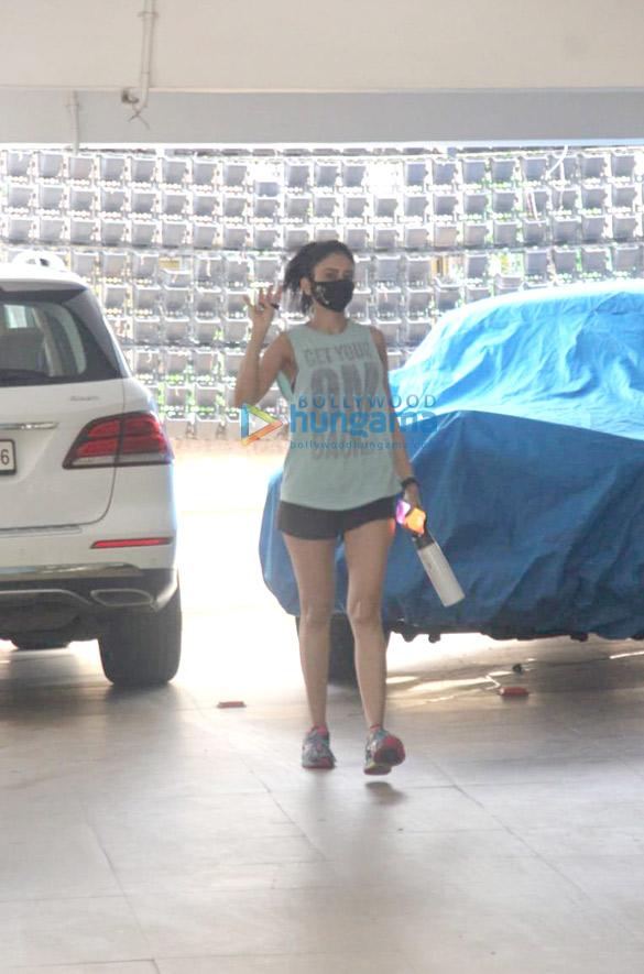 Photos: रकुल प्रीत सिंह बांद्रा में नजर आईं
