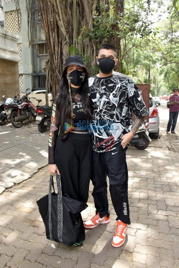 Photos: श्रुति हासन अपने बॉयफ्रेंड के साथ सांताक्रूज के एक क्लिनिक में नजर आईं