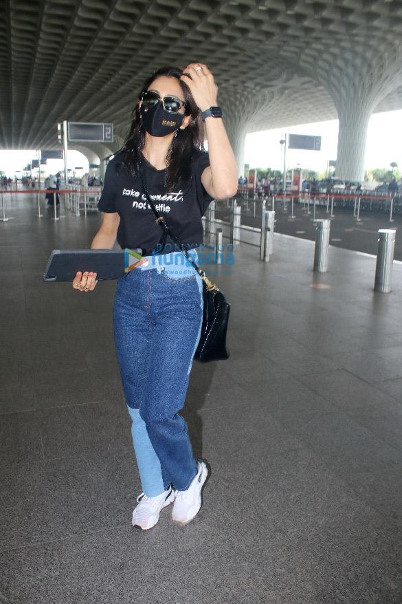 Photos: तापसी पन्नू, रकुल प्रीत सिंह और जरीन खान एयरपोर्ट पर नजर आईं